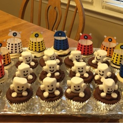 Cute Adipose and Dalek cupcakes thanks to marshmallow