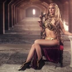 Cersei Lannister as Slave Leia cosplay